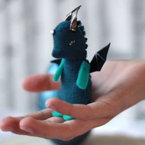 Bébé dragon bleu vert