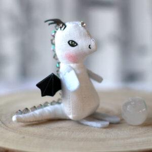 Bébé dragon blanc