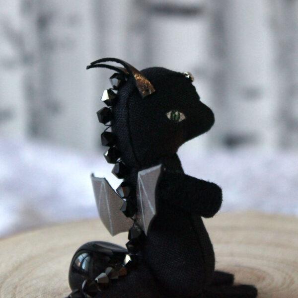 Bébé dragon noir